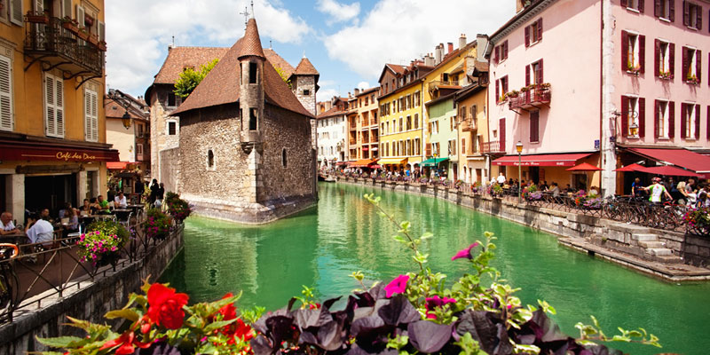 Annecy lake france ski resorts aravis chamonix